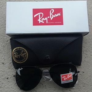 Brand New All Black RayBan Aviators 62mm